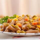 Куриная грудка с макаронами и овощами